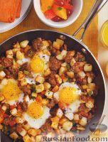 Фото к рецепту: Яйца, жаренные с овощами и мясом