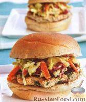Фото к рецепту: Бургеры с индюшиной котлетой и капустным салатом