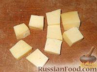 Фото приготовления рецепта: Канапе из фруктов с сыром - шаг №5