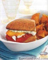 Фото к рецепту: Бутерброды с жареными помидорами, перцем и сыром