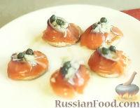 Фото к рецепту: Лосось с укропно-сметанным соусом и каперсами