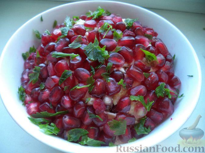 Фото приготовления рецепта: Салат «Гранатовый браслет» - шаг №10