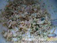 Фото приготовления рецепта: Салат из печени трески с сыром - шаг №11