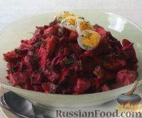 Фото к рецепту: Эстонский салат с сельдью и свеклой