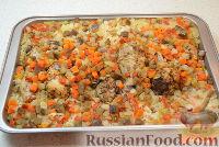 Фото приготовления рецепта: Запеченные куриные ножки с рисом и овощами - шаг №6