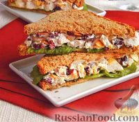 Фото к рецепту: Бутерброды с индюшиным салатом