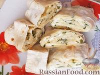 Фото к рецепту: Рулет из лаваша с сыром и зеленью