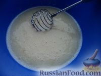 """Фото приготовления рецепта: Блинчики """"Бархатные"""" на молоке - шаг №4"""