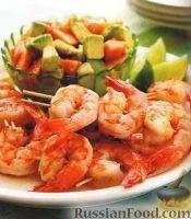 Фото к рецепту: Жареные креветки с салатом из авокадо и папайи