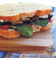 Фото к рецепту: Бутерброды с грибами, перцем и рукколой