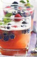 Фото к рецепту: Итальянский игристый коктейль с ягодами
