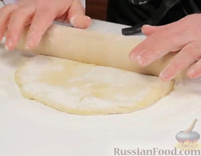 Фото приготовления рецепта: Свиные тефтели, тушенные в миндальном соусе с белым вином - шаг №7