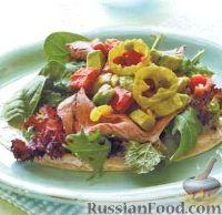 Фото к рецепту: Салат с мясом на лепешке
