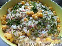 Фото к рецепту: Салат из рыбных консервов с консервированной кукурузой