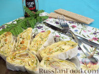 Фото к рецепту: Рулет из лаваша с курицей, яйцом и корейской морковью