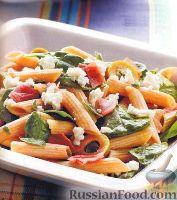 Фото к рецепту: Салат с пастой, оливками, сыром и шпинатом