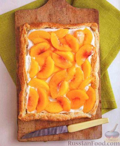 Фото к рецепту: Пирог с персиками