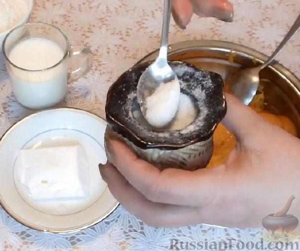 Фото приготовления рецепта: Оладьи из тыквы - шаг №3