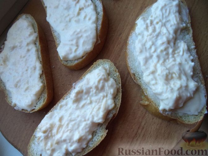 бутерброды со шпротами и сыром в духовке рецепт