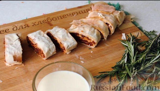 Фото приготовления рецепта: Тушёная капуста с кускусом и сладким перцем - шаг №3