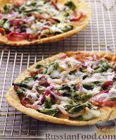 Фото к рецепту: Пицца с луком и шпинатом
