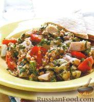 Фото к рецепту: Салат с куриным филе, булгуром, артишоками и помидорами