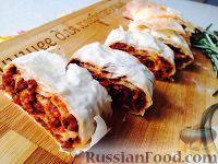Фото к рецепту: Штрудель с соусом болоньезе