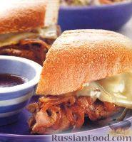Фото к рецепту: Сэндвичи с мясом, луком и сыром