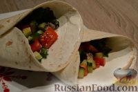Фото к рецепту: Буррито с овощами и фаршем