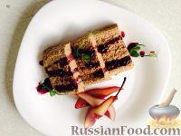 Фото к рецепту: Паштет из куриной печени, с грушей в винном соусе