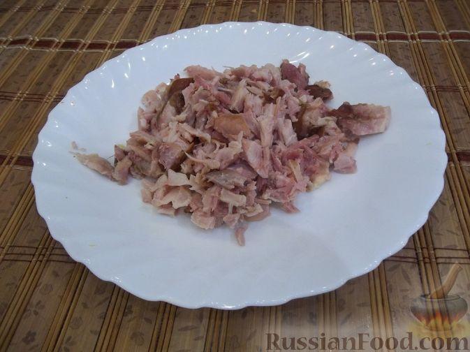Фото приготовления рецепта: Куриный рулет с макаронами - шаг №13
