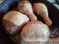Фото приготовления рецепта: Жареные куриные окорочка - шаг №4