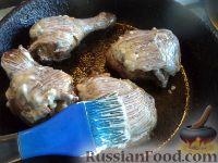 Фото приготовления рецепта: Жареные куриные окорочка - шаг №9