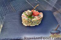 Фото к рецепту: Оливье с лососем