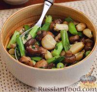 Фото к рецепту: Жареные грибы с печеным чесноком и зеленым луком
