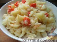 """Фото к рецепту: Салат из квашеной капусты """"Зимний"""""""