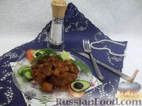 Фото к рецепту: Тушеное мясо с овощами и яблоками