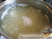 Фото приготовления рецепта: Плов с курагой, изюмом и черносливом - шаг №4