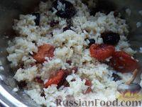 Фото приготовления рецепта: Плов с курагой, изюмом и черносливом - шаг №8