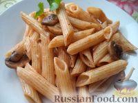 Фото к рецепту: Паста с шампиньонами в томатном соусе