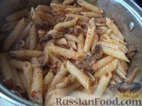 Фото приготовления рецепта: Паста с шампиньонами в томатном соусе - шаг №8