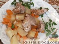 Фото к рецепту: Жаркое из свинины в горшочках