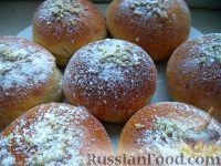 Фото к рецепту: Сдобные булочки из дрожжевого слоеного теста