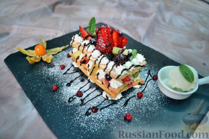 Фото к рецепту: Мильфей с ягодами и фруктами