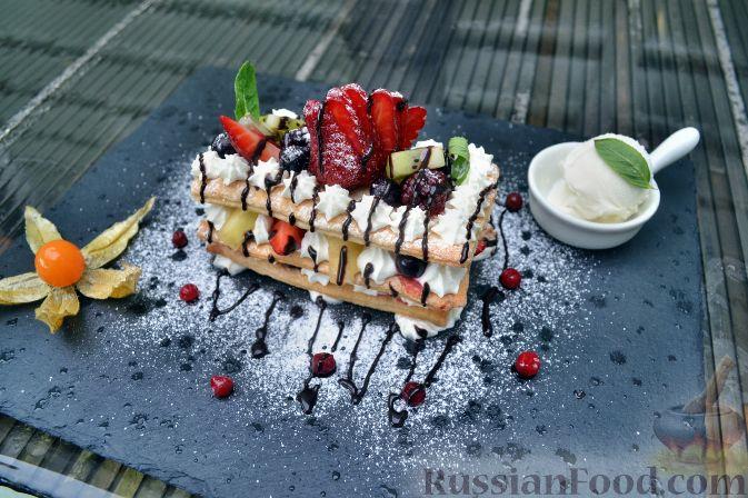 Фото приготовления рецепта: Мильфей с ягодами и фруктами - шаг №1