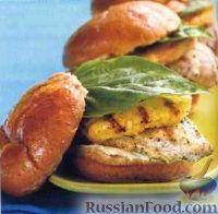 Фото к рецепту: Сэндвичи с куриным филе и ананасом