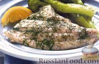 Фото к рецепту: Запеченная камбала со сметанным соусом