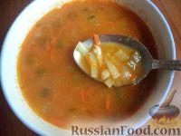Фото к рецепту: Чечевичный суп с лапшой  и солеными огурчиками