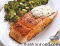 Фото к рецепту: Жареный лосось с белым соусом