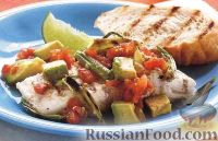 Фото к рецепту: Палтус с зеленым луком и томатным салатом